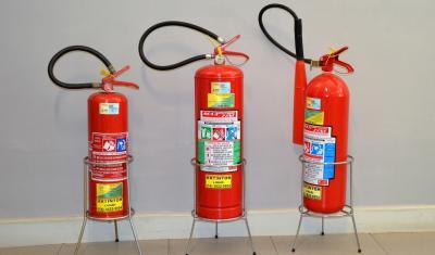 มาตรฐานการติดตั้งเครื่องดับเพลิงแบบหิ้วเคลื่อนที่ได้และชนิดเครื่องดับที่เหมาะกับเพลิงต่างๆ