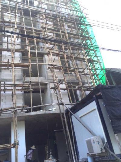 อาคาร 7 ชั้น หลัง เซ็นทรัลเฟสติวัล เชียงใหม่ เดินระบบสุขาภิบาลดับเพลิง ระบบแจ้งเหตุเพลิงไหม้ และประตูหนีไฟ ป้ายทางหนีไฟอาคาร